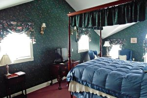 Sloan Room at William Seward Inn in Westfield, NY