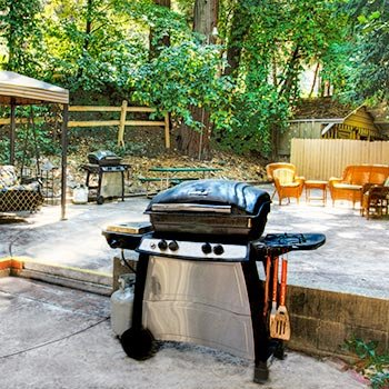 BBQ Area at Arrowhead Tree Top Lodge in Lake Arrowhead, California
