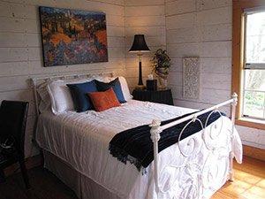 Renoir Room at Quiet Oaks Bed and Breakfast