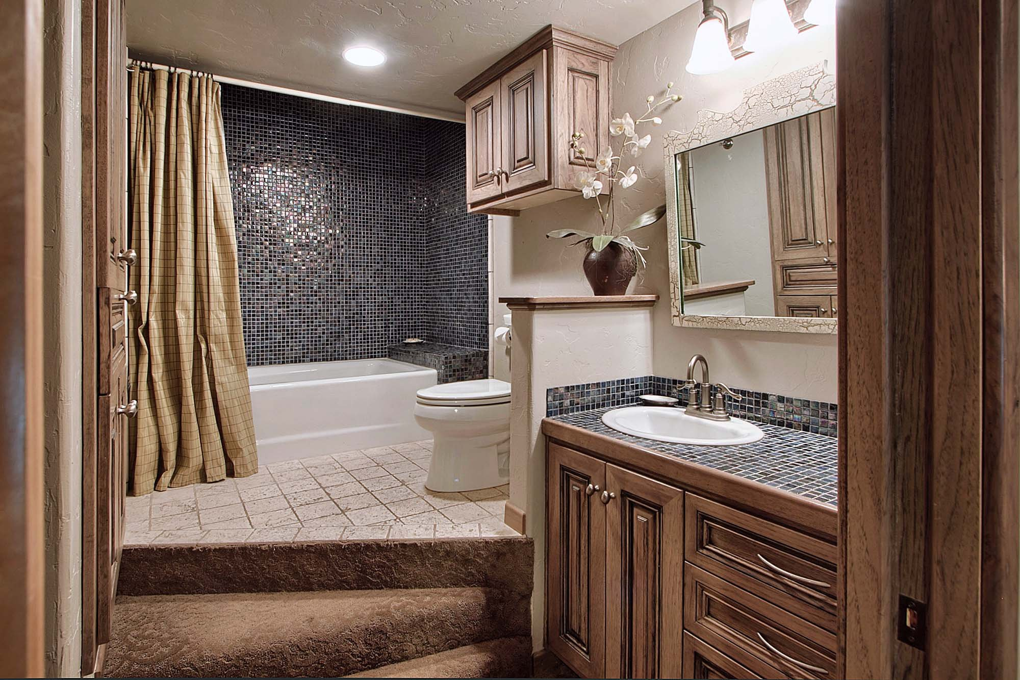 Diamond Suite - Fredericksburg, TX Lodging   KingWood Suites