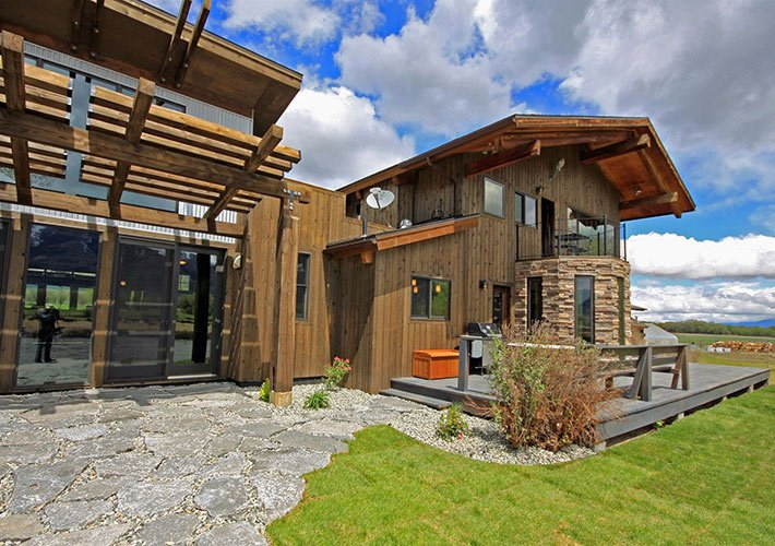 River's Bend Lodge at Paradise Gateway in Emigrant, Montana