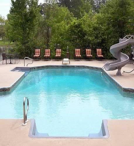 pool at Bama B&B Campus Location in Tuscaloosa Alabama