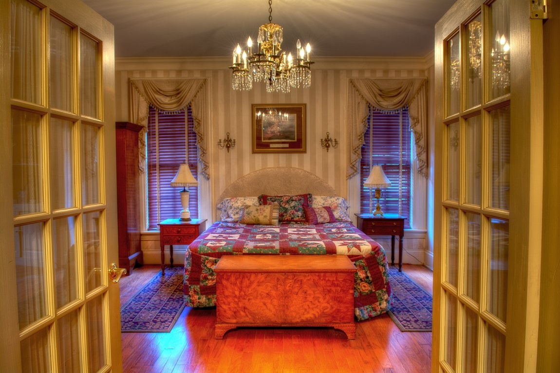 sydney 39 s suite springfield inn emma 39 s bed and breakfast. Black Bedroom Furniture Sets. Home Design Ideas