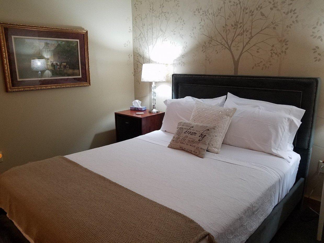 Photo Gallery   Millersburg Ohio   The Barn Inn Bed ...