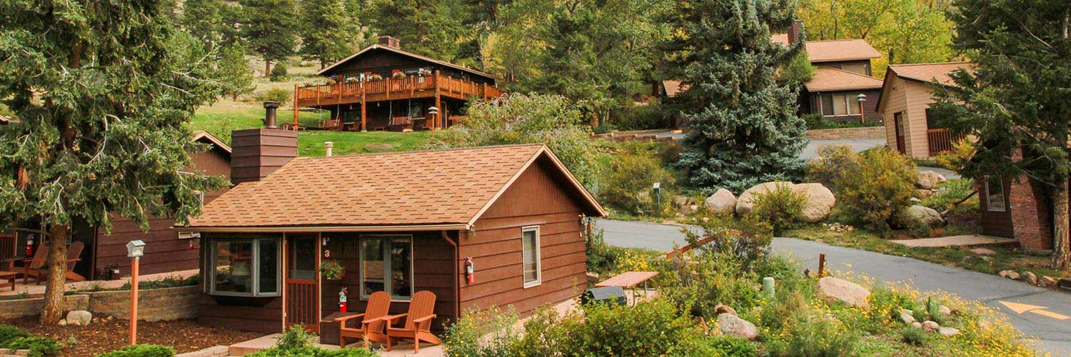 fireplace lodging tv park fully pets the braeside for cabin welcome and cable telephone full offers bs estes kitchen bath your cabins color are private a in equipped