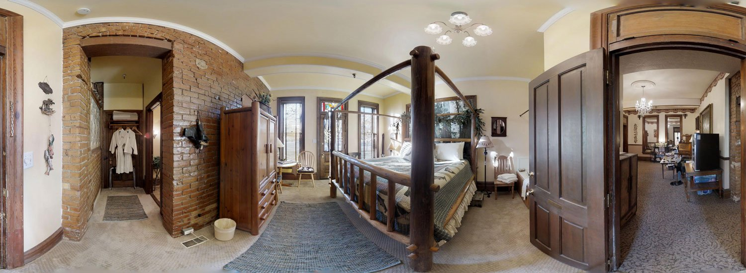 The Lodge room with bed and closet