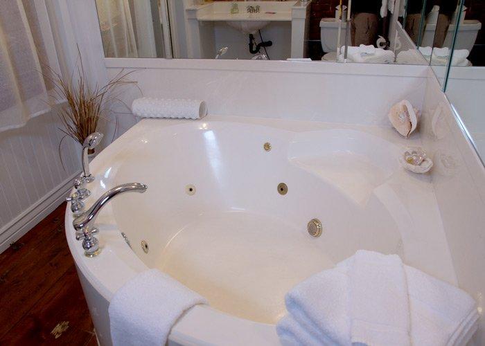 Seaside Room Bath Tub in Hines Mansion in Provo, UT
