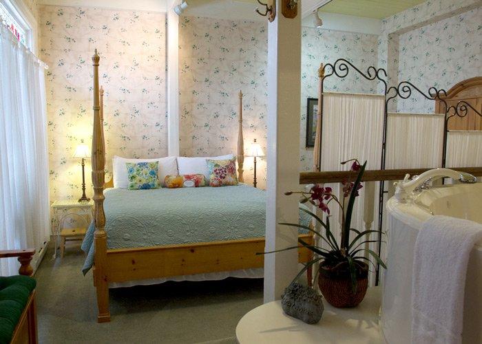 Secret Garden bed in Hines Mansion in Provo, UT