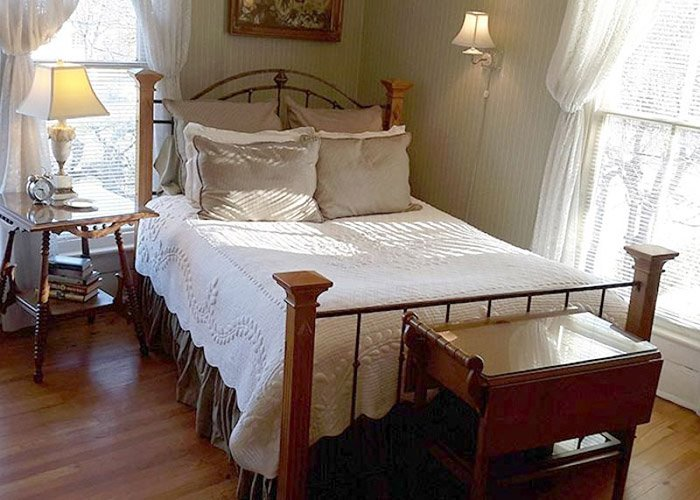 GREENBRIAR GUEST ROOM at Rosemont Rooms and Cottages in Little Rock, AR