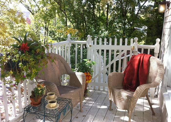 A gated deck/porch