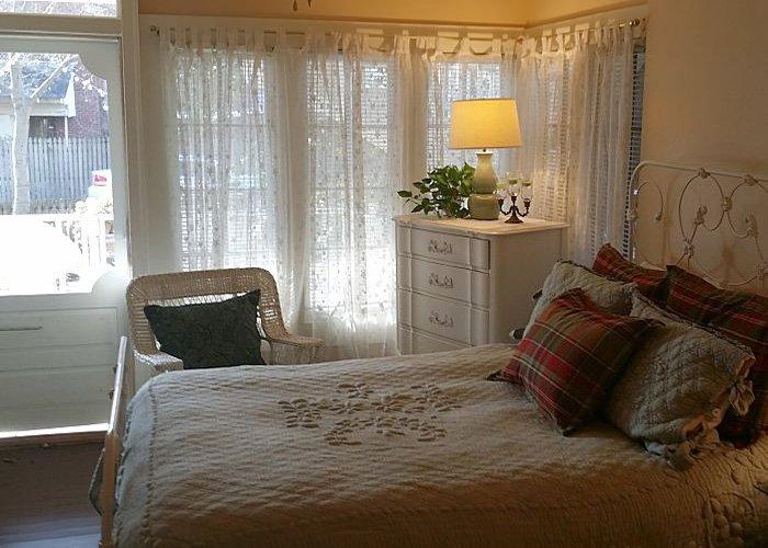 Greenbriar Guest Room at Rosemont Cottages in Little Rock, AR