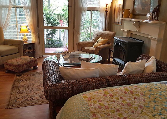MAY'S COTTAGE – Two Bedroom at Rosemont Rooms and Cottages in Little Rock, AR