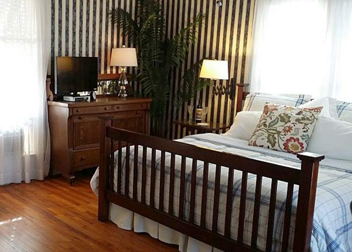 Somerset Guest Room at Rosemont Cottages in Little Rock, AK