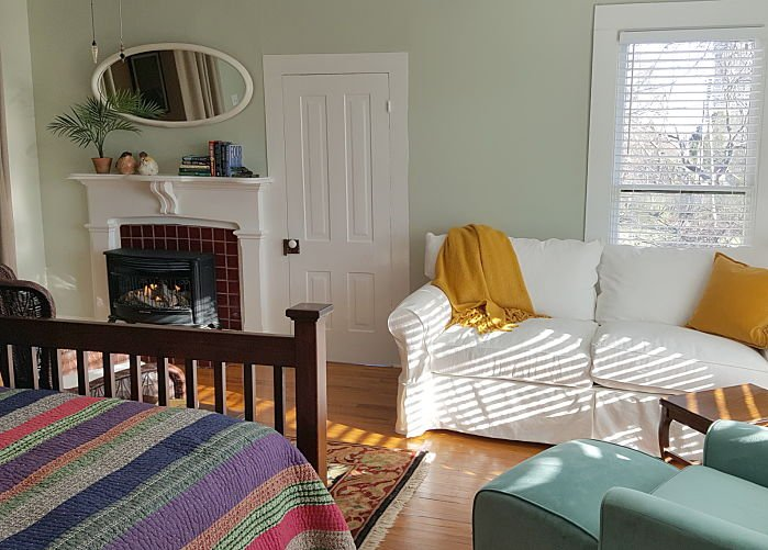 ST> CLAIRS TREETOP COTTAGE – One Bedroom at Rosemont Rooms and Cottages in Little Rock, AR