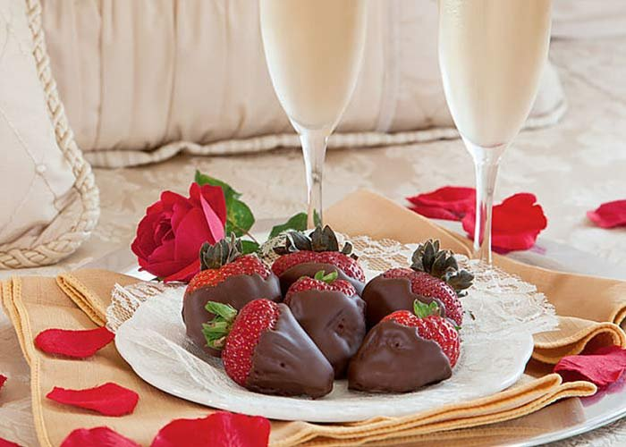 champagne, chocolate and candlelight package at Rosehaven cottages in little rock, AR