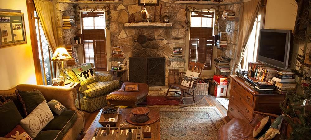 Photo gallery glen rose tx bed breakfast country for Texas themed living room