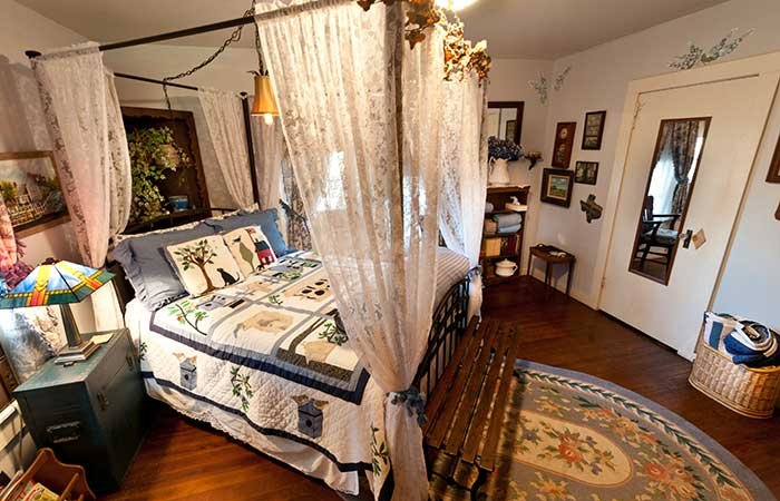 guest room at Country Woods Inn in Glen Rose TX