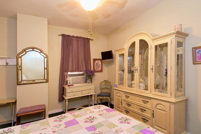 Olive's Iris Guest Room