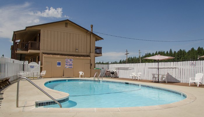 The Holiday Lodge in Grass Valley, California pets policy