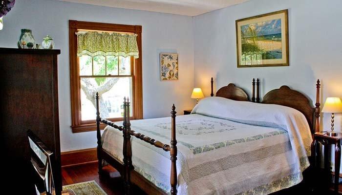 Room at Night Swan Inn in New Smyrna Beach, FL