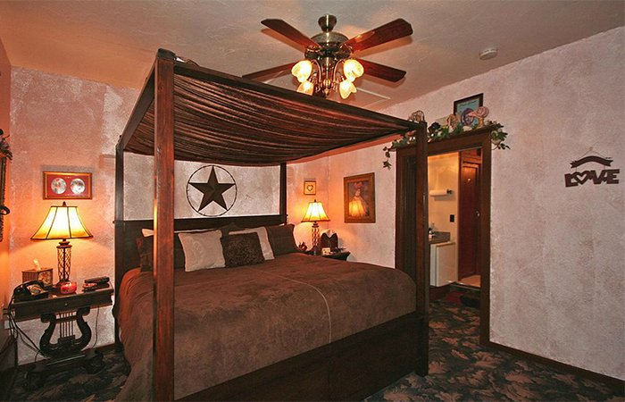 Stardust Cottage at Whispering Pines Inn in Norman Oklahoma