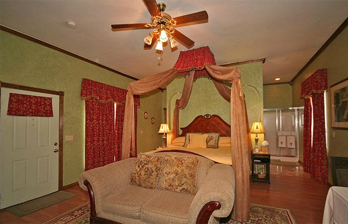 Emerald Dream Cottage at Whispering Pines in Norman Oklahoma