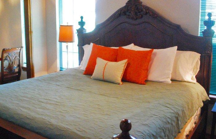 English Room at Whispering Pines Inn in Norman Oklahoma