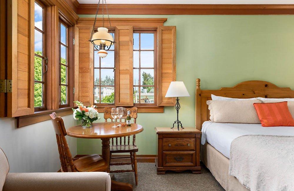 Deluxe King Room at La Conner Inn in La Conner, Washington