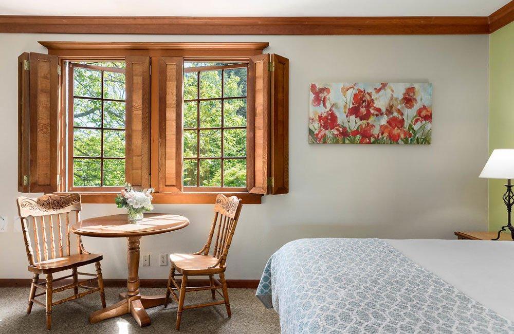 Single Queen Room at La Conner Inn in La Conner, Washington
