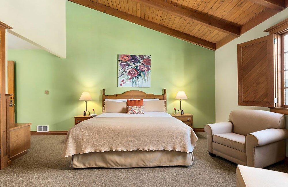 Single King Room at La Conner Inn in La Conner, Washington