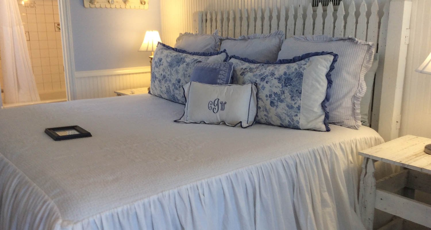 worth boutique in c white historic bed tx breakfast fort and house texas fredericksburg