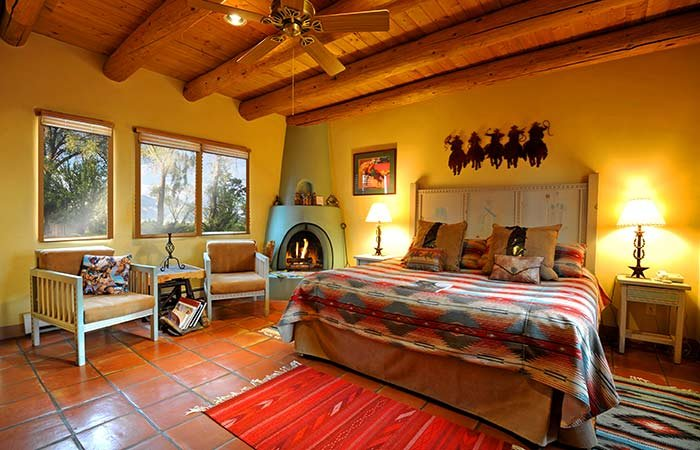 Superbe Cowboy Room At Hacienda Del Sol In Taos, NM