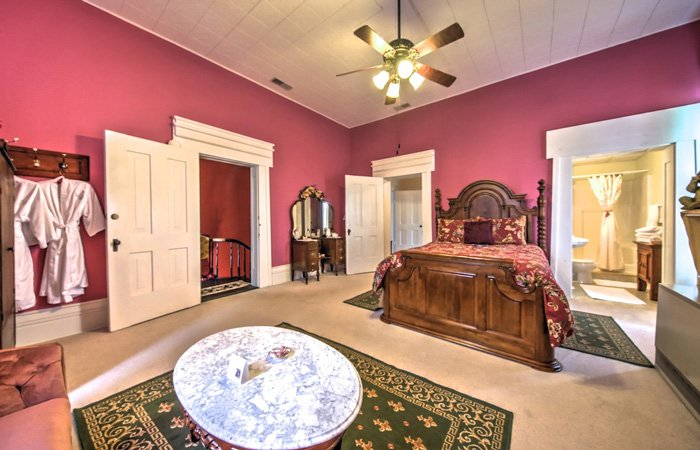 Rose's Suite at Springhill Winery and Plantation Bed and Breakfast in Bloomfield, Kentucky