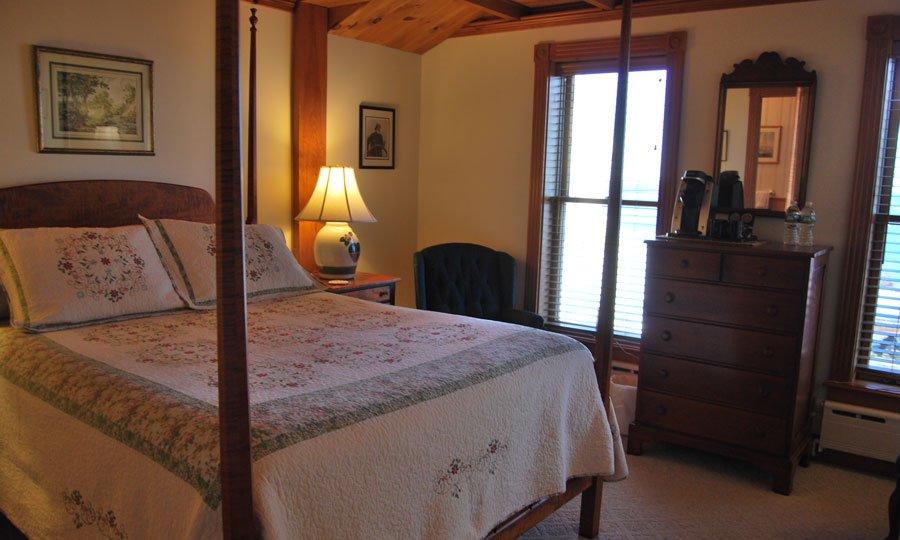 Spouter Inn Helmsman's Quarters room