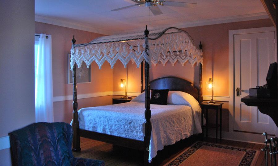 Spouter Inn Navigator's Quarters room