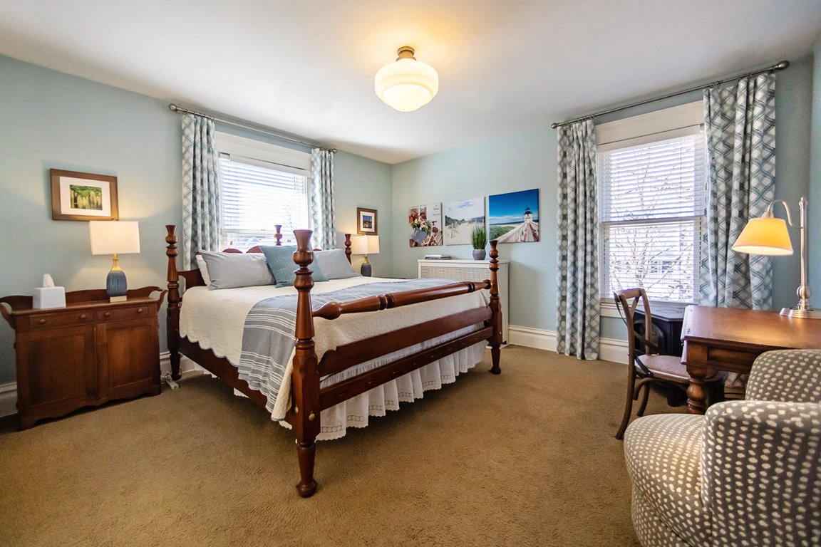 Guest Room Bed and Breakfast in Naperville, IL