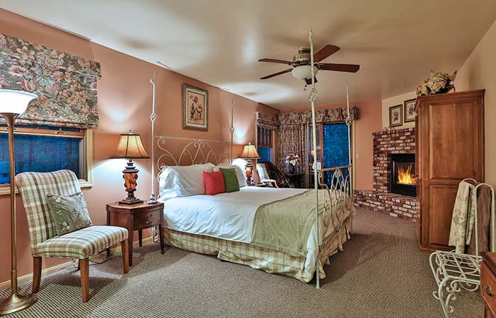 Guest Rooms at Alpenhorn B&B in Big Bear Lake, CA