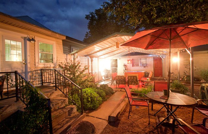 Amenites at Vara Guest House in Garden City, Texas