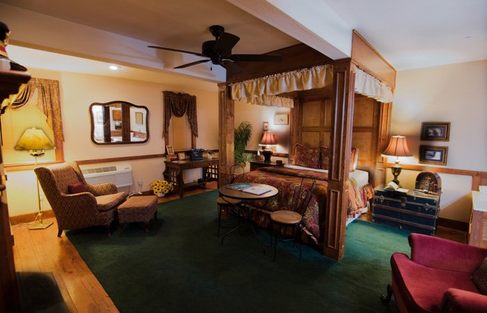 Carraige House rooms at the Walnut Street Inn in Springfield, Missouri