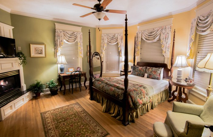 Weekday discount special at Walnut Street Inn in Springfield, Missouri