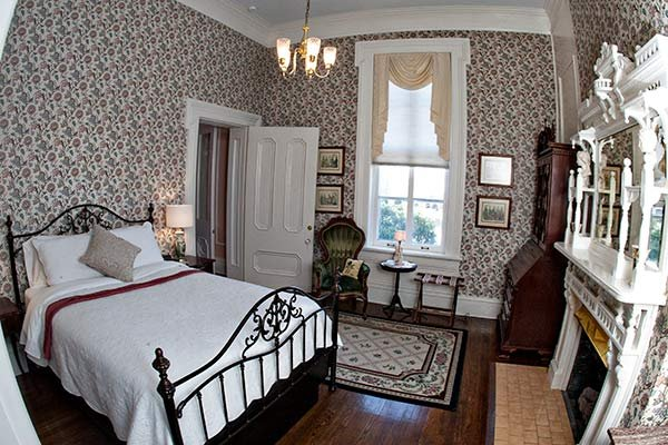 Dogwood Suite at Blythewood Inn B&B in Columbia, TN