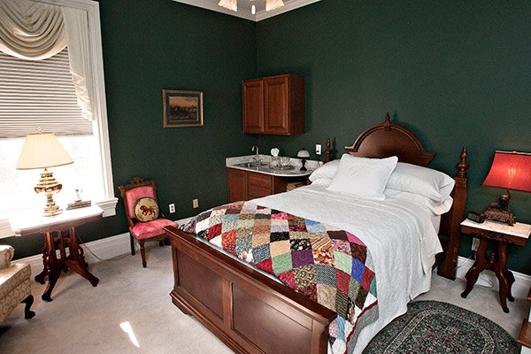 Hickory Suite at Blythewood Inn B&B in Columbia, TN