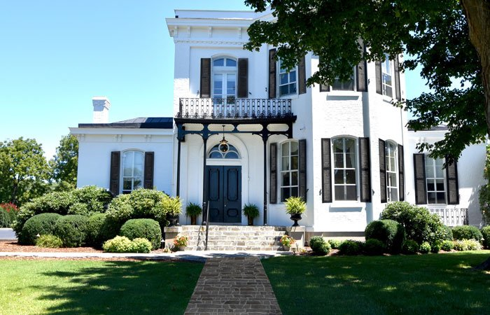 Blythewood Inn Bed & Breakfast in Columbia, TN