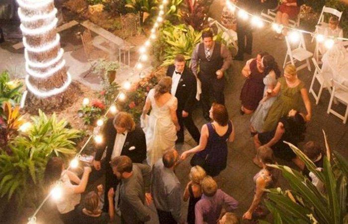 Weddings at Parisian Courtyard Inn