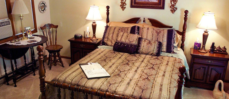 J Paules Fenn Inn West Suite