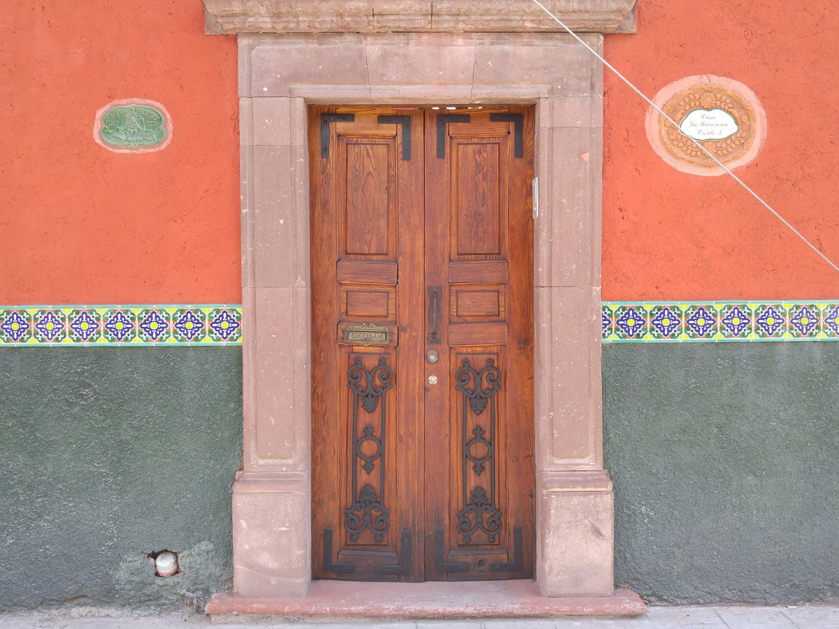 typical architecture in Santa Fe