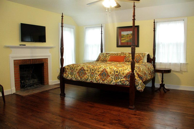 Sycamore Suite at the Oaks Bed and Breakfast in Sulphur Springs, Texas