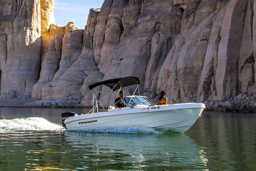 19 ft Powerboat Rental at Wahweap Marina Lake Powell