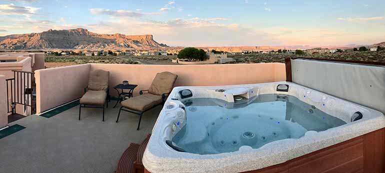 rooftop jacuzzi overlooking the mesas