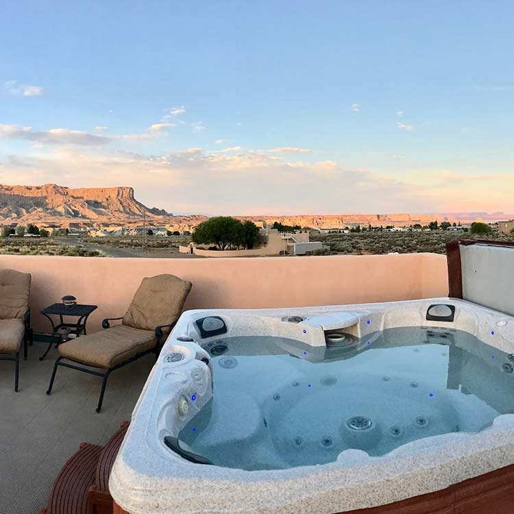 Rooftop jacuzzi overlooking the Grand Staircase-Escalante National Monument